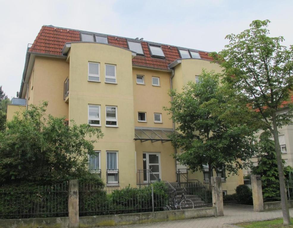 Best Price On Apartment Am Großen Garten Dresden In Dresden Reviews