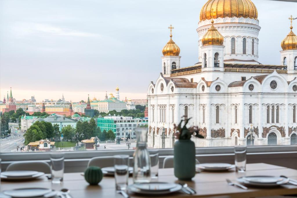 Huge penthouse in Moscow center with parking