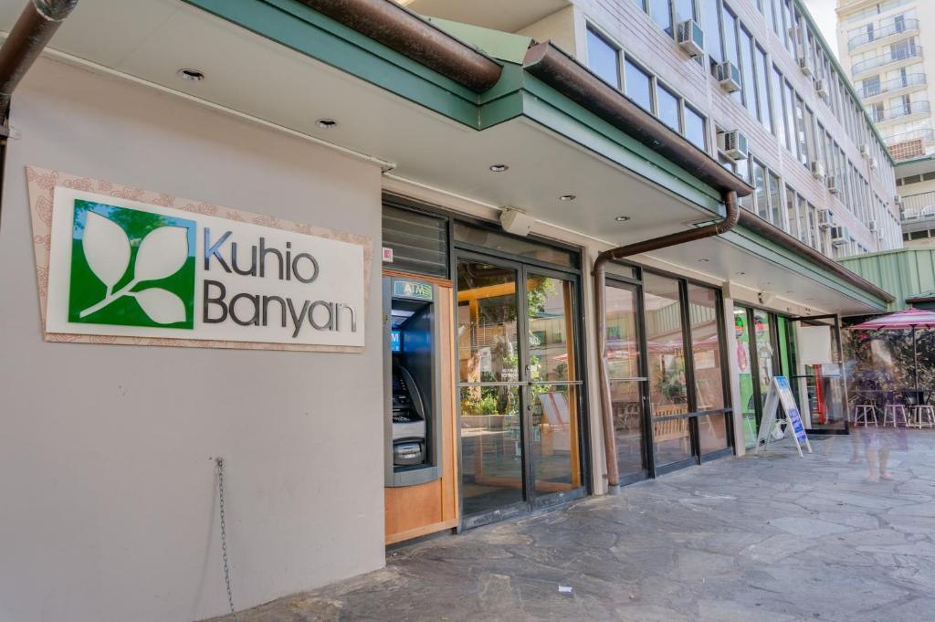 Kuhio Banyan Hotel (with Kitchenettes)