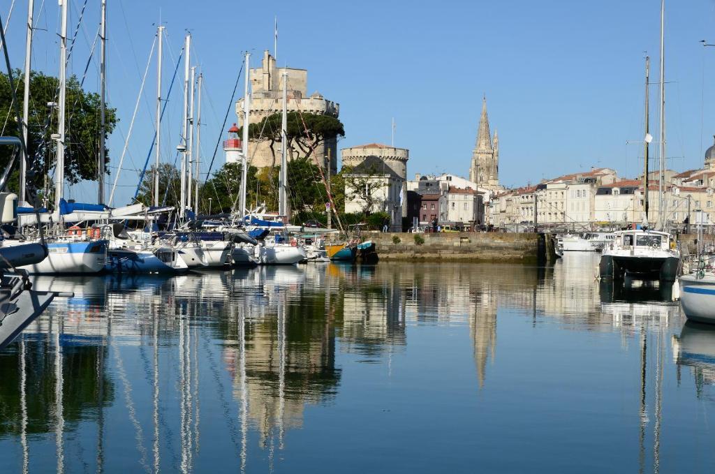 Ibis la rochelle vieux port r servation gratuite sur viamichelin - Parking du vieux port la rochelle ...