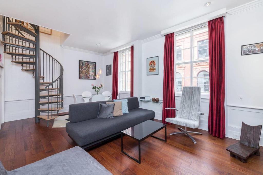 Modern 2BR duplex apartment 5 mins from Covent Garden