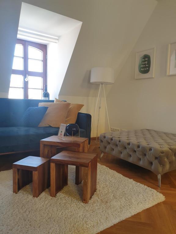 Apartment Dresden an der Frauenkirche mit großer Terrasse - pro Aufenthalt 1 PKW Stellplatz in der Tiefgarage GRATIS