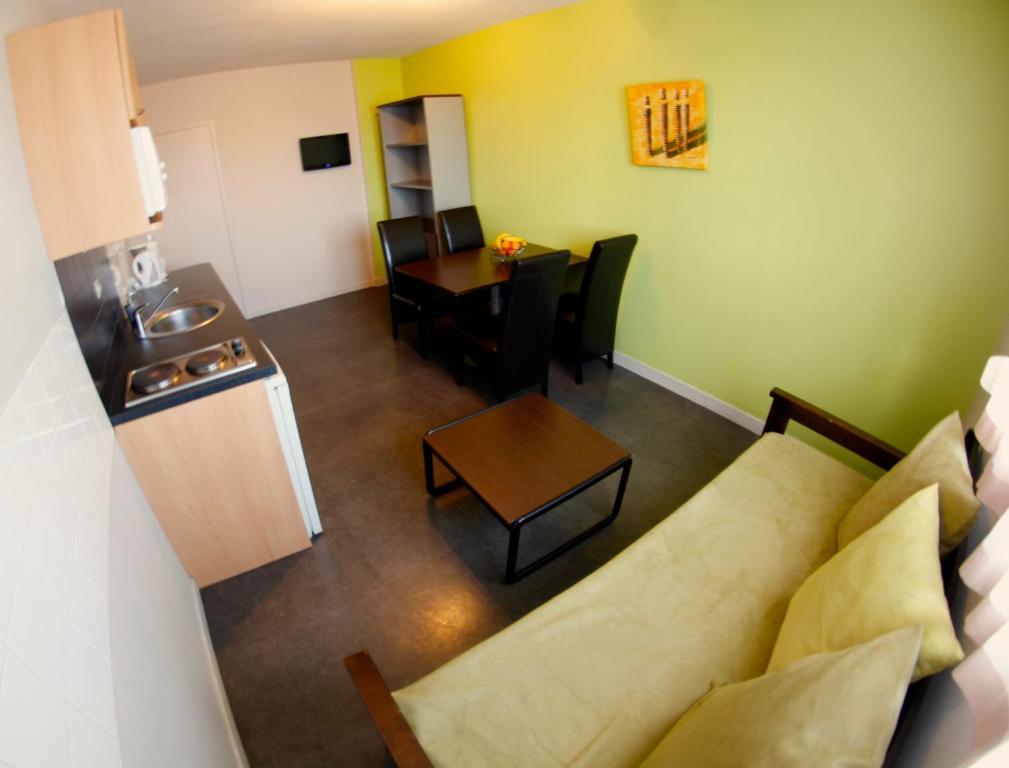 appart 39 hotel les palatines saint tienne informationen. Black Bedroom Furniture Sets. Home Design Ideas