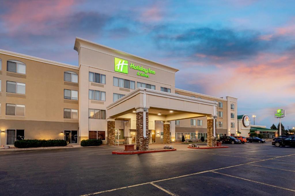 Holiday Inn Hotel & Suites Wausau-Rothschild, an IHG Hotel