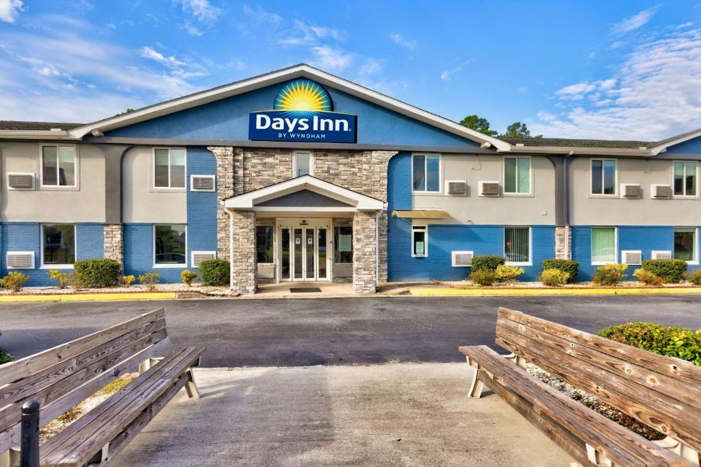 Days Inn by Wyndham Savannah Gateway I-95