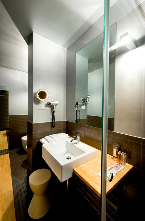 Deluxe Single Room with Small Double Bed Petronilla - Hotel In Bergamo