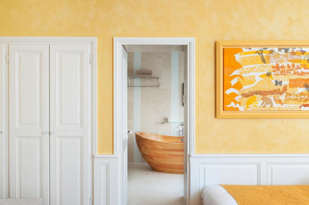 chambres d 39 h tes eden ouest la rochelle reserve o seu hotel com viamichelin. Black Bedroom Furniture Sets. Home Design Ideas