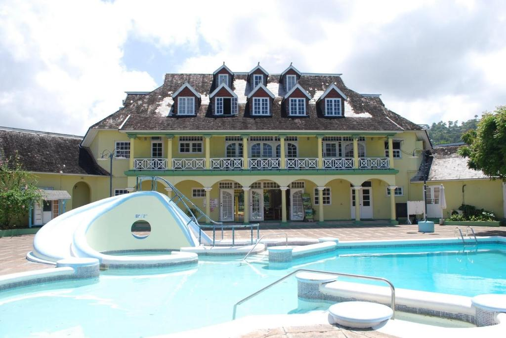 Ocho Rios Sandcastles Resort Fantastic Ocean View 1 bedroom Apartment sleeps 2 4 people Free access, to the beach 5 mins away, Tennis Court, friendly house keepers 24 hours security Free Wi Fi Best Location in Town