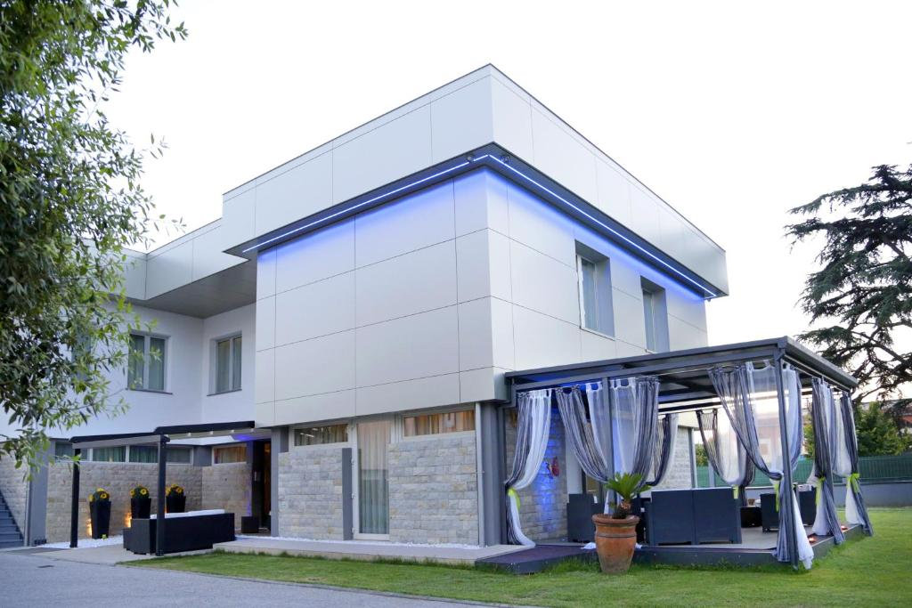 b b live09 design r servation gratuite sur viamichelin. Black Bedroom Furniture Sets. Home Design Ideas