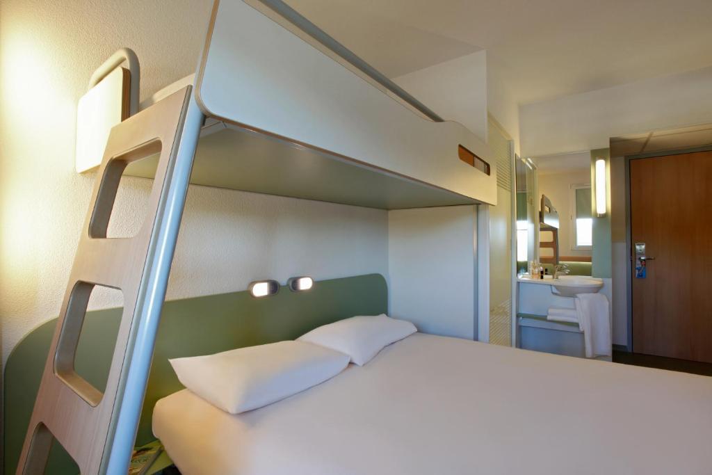 ibis budget lyon est chaponnay r servation gratuite sur viamichelin. Black Bedroom Furniture Sets. Home Design Ideas