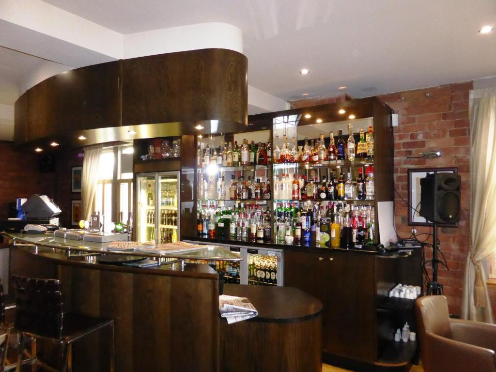 Hotels With Smoking Rooms In Manchester