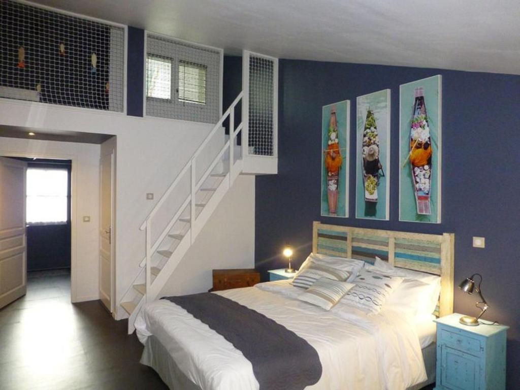 le clos du miroir desvres book your hotel with viamichelin. Black Bedroom Furniture Sets. Home Design Ideas