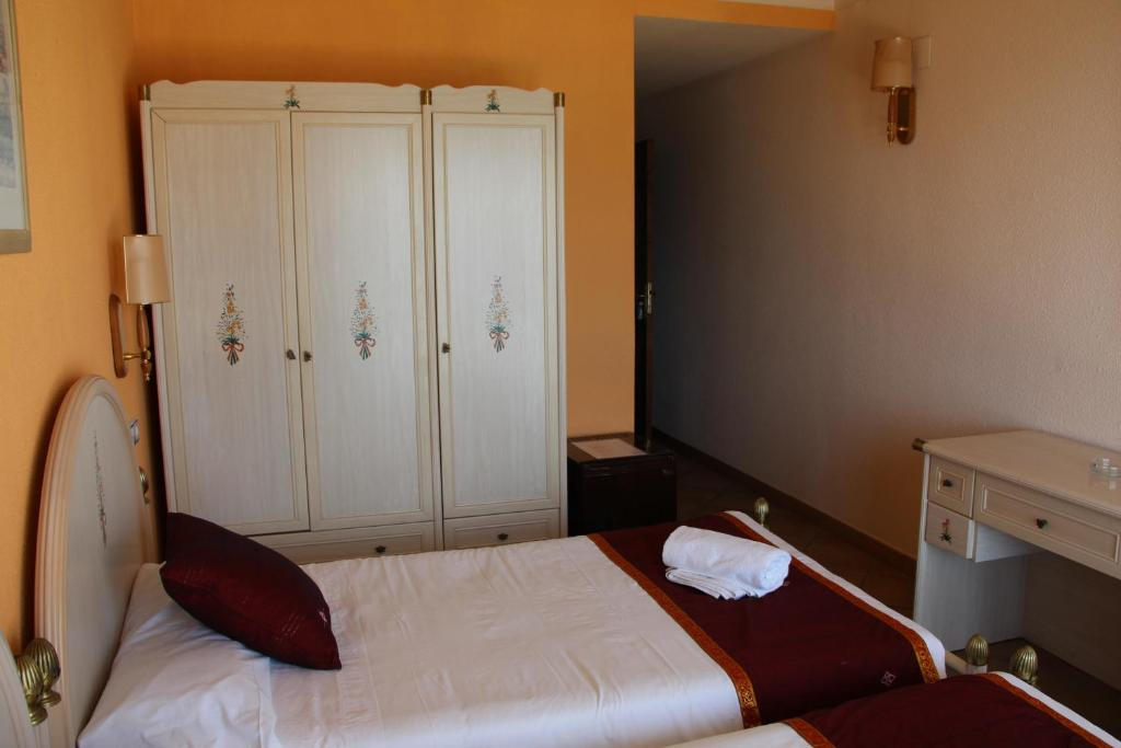 Twin Room with Partial Sea View and Terrace Hotel La Riviera