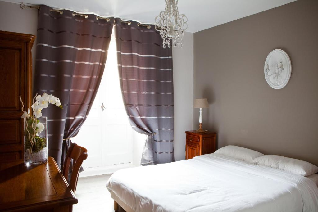 hotel abat jour nantes online booking viamichelin. Black Bedroom Furniture Sets. Home Design Ideas