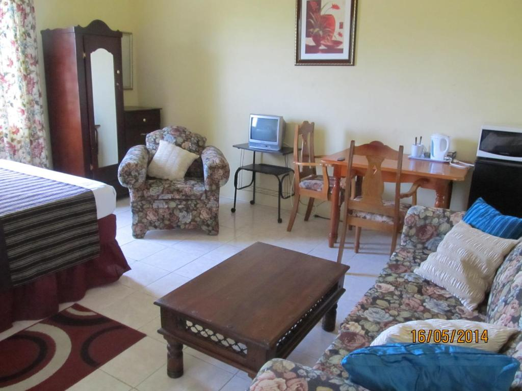 Standard Double Room Barefoot Guest House