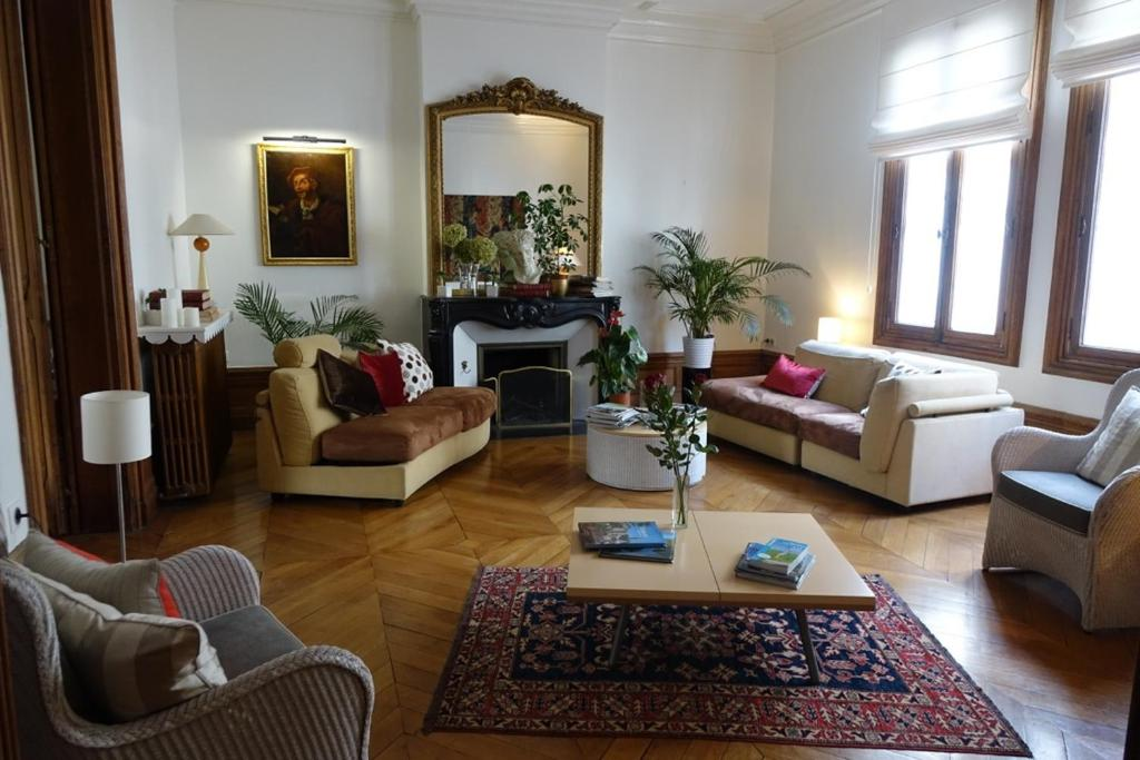 la maison jules tours reserve o seu hotel com viamichelin. Black Bedroom Furniture Sets. Home Design Ideas