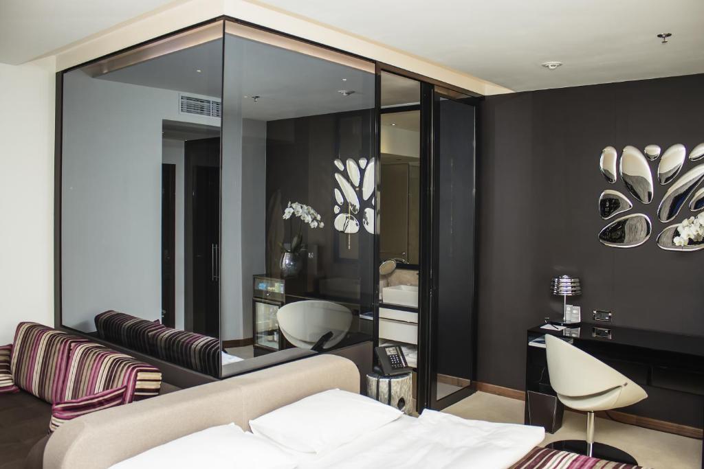 11 mirrors design hotel kiew informationen und for Hotel design 21 bratislava