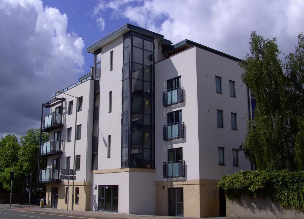 Cheltenham Plaza Apartments