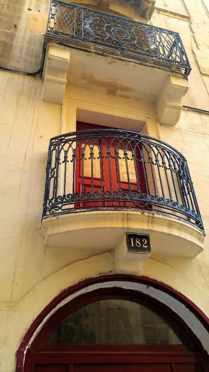 St Elmo Apartments