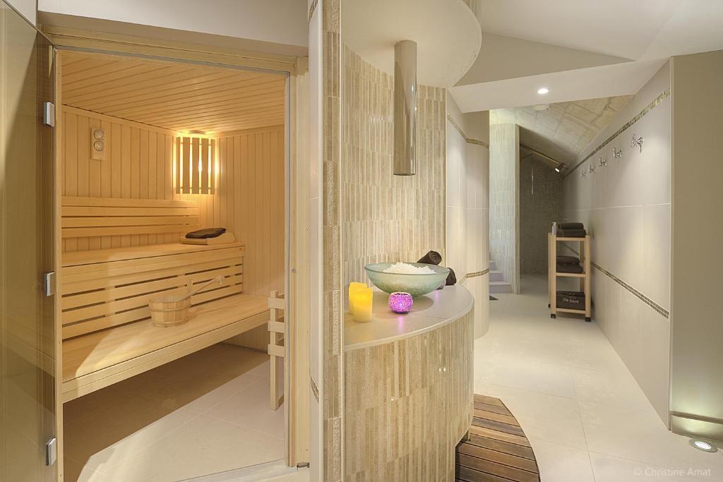 h tel de s ze r servation gratuite sur viamichelin. Black Bedroom Furniture Sets. Home Design Ideas