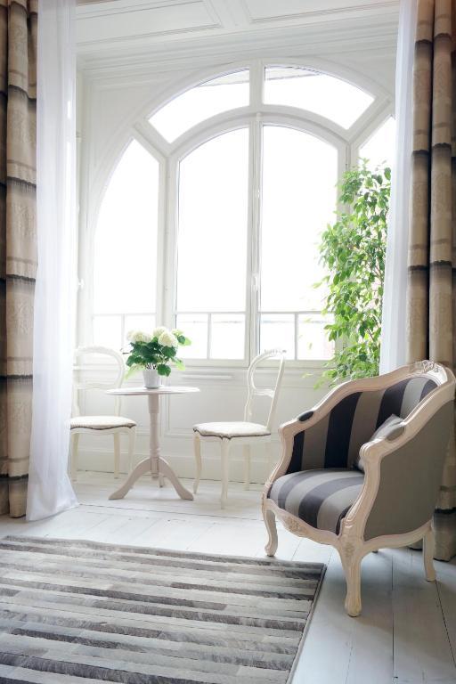 chambres d 39 h tes lille aux oiseaux r servation gratuite sur viamichelin. Black Bedroom Furniture Sets. Home Design Ideas