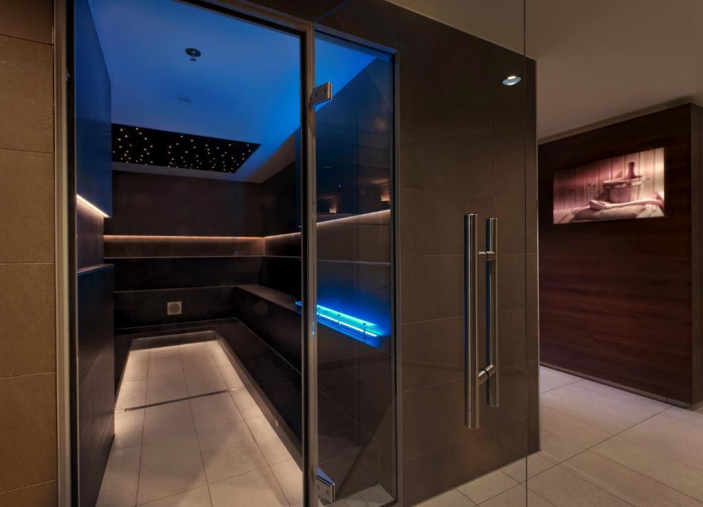 estrel berlin berlino prenotazione on line viamichelin. Black Bedroom Furniture Sets. Home Design Ideas