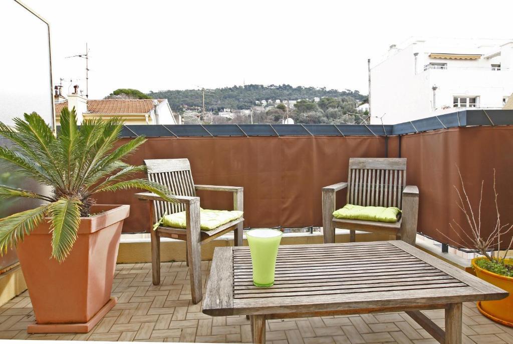 Appartement 6 personnes avec terrasse Le Port Nice