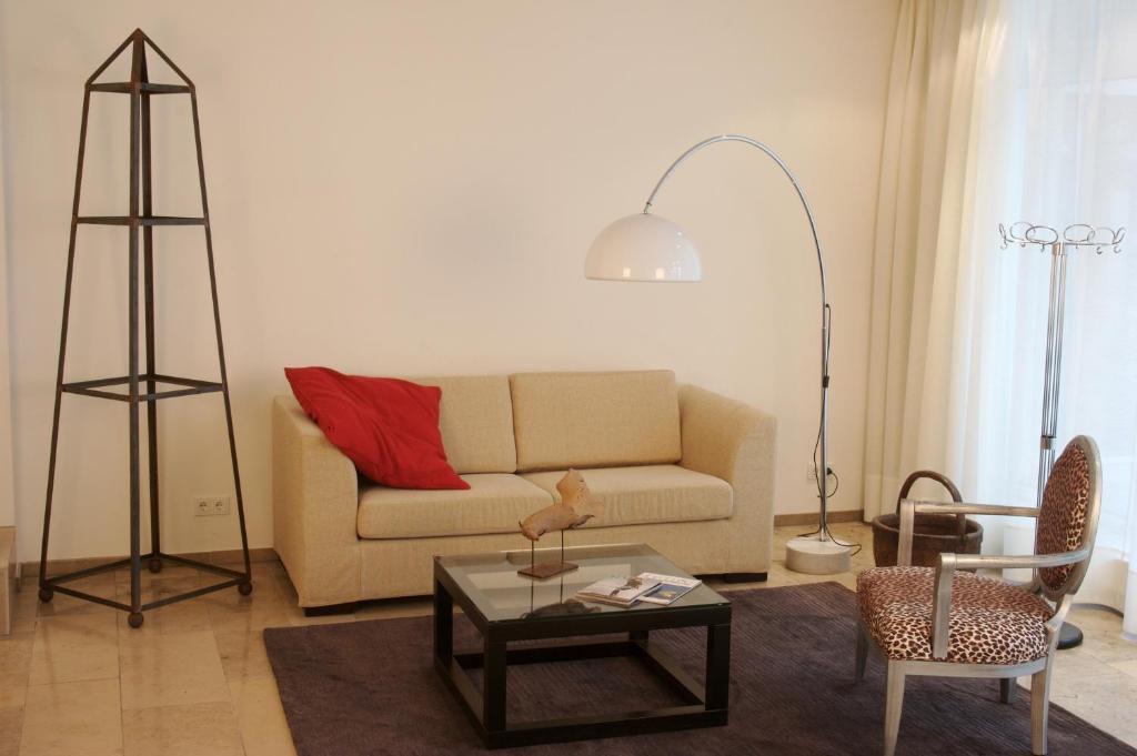 burns art culture d sseldorf viamichelin informatie en online reserveren. Black Bedroom Furniture Sets. Home Design Ideas