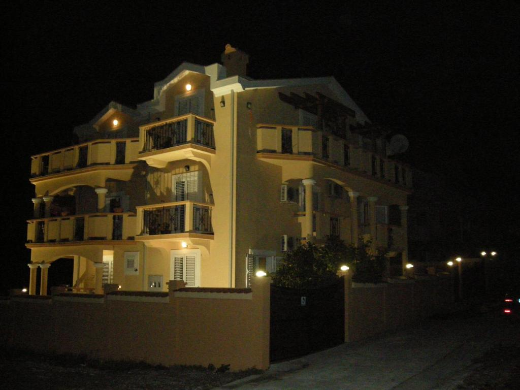 Apartments Zeljko Vuksanovic