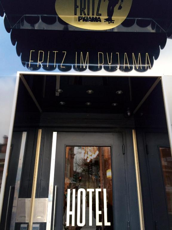 fritz im pyjama hamburg online booking viamichelin. Black Bedroom Furniture Sets. Home Design Ideas