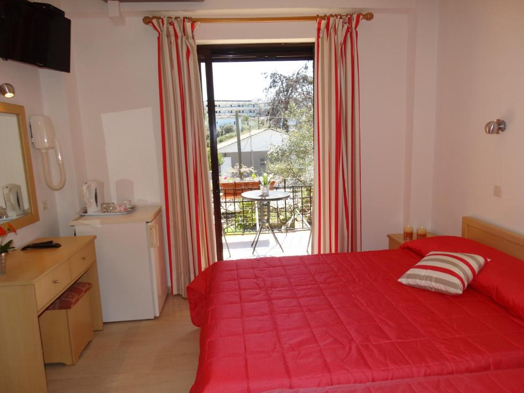 Triple Room Dassia Beach Pension