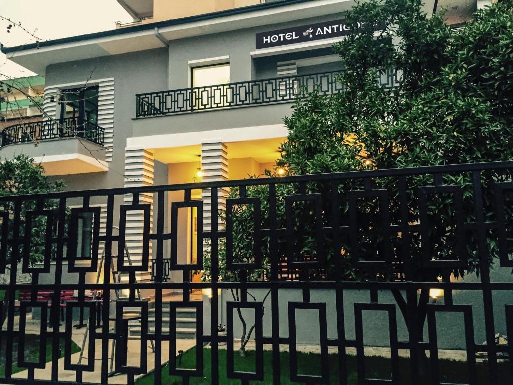 Hotel Antigone