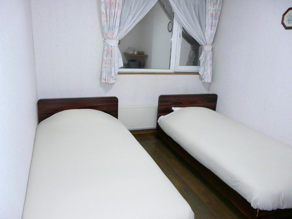 Twin Room Pension Ressha House