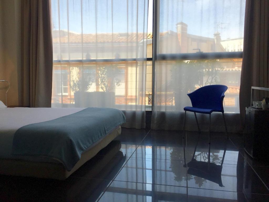 h tel design les bains douches toulouse viamichelin informatie en online reserveren. Black Bedroom Furniture Sets. Home Design Ideas