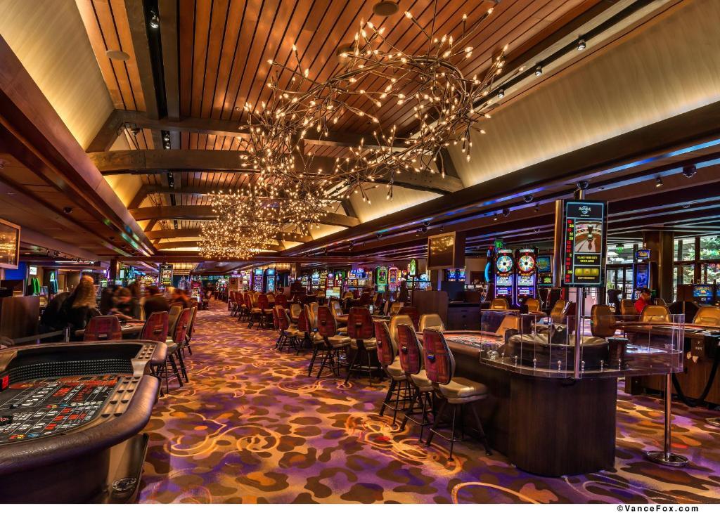 Hard rock hotel casino lake tahoe kingsbury for Noleggio di cabine lake tahoe per coppie