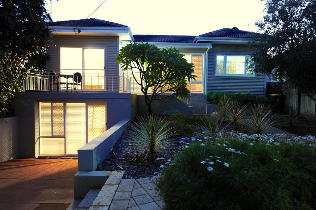 Blue Lake Family Retreat In Perth Australia 10 Reviews