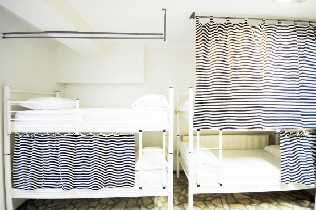Bed in 10-Bed Mixed Dormitory Room White Suite Dreams Istanbul Hostel