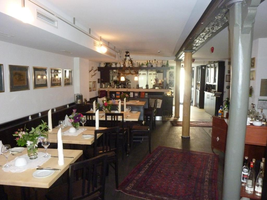 f356b1e84f Landgasthof Zum Hasen in Kleinwallstadt - Room Deals, Photos & Reviews