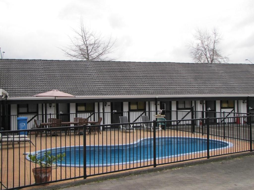 Devonwood Motel