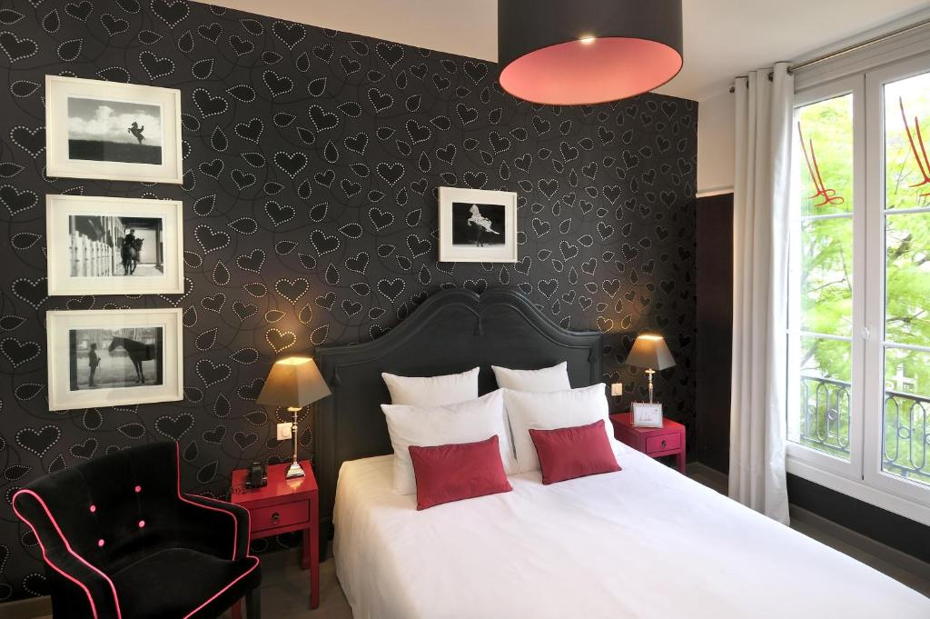 qualys hotel saumur le londres saumur reserve o seu hotel com viamichelin. Black Bedroom Furniture Sets. Home Design Ideas