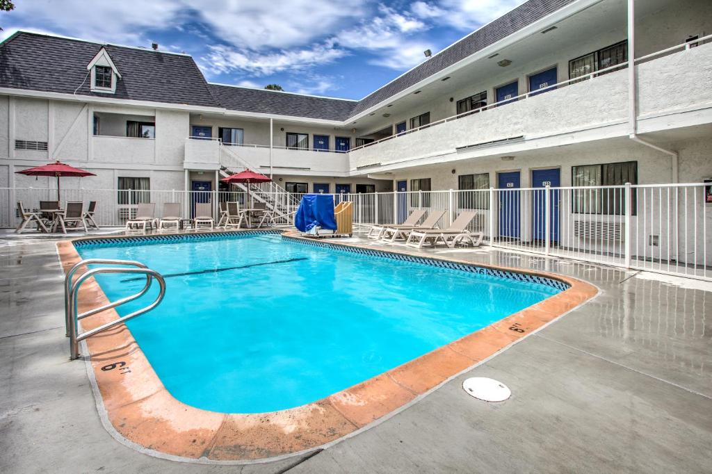 Apr 22, · Now $56 (Was $̶6̶2̶) on TripAdvisor: Motel 6 Omaha, Omaha. See 39 traveler reviews, 34 candid photos, and great deals for Motel 6 Omaha, ranked #74 of 86 hotels in Omaha and rated 3 of 5 at TripAdvisor.