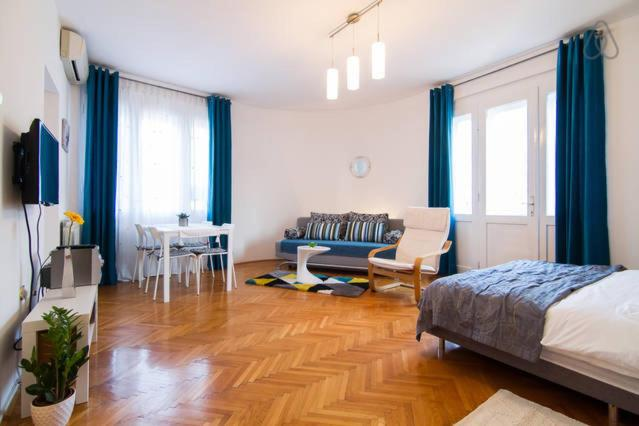 Cosy Studio Apartment 2-4
