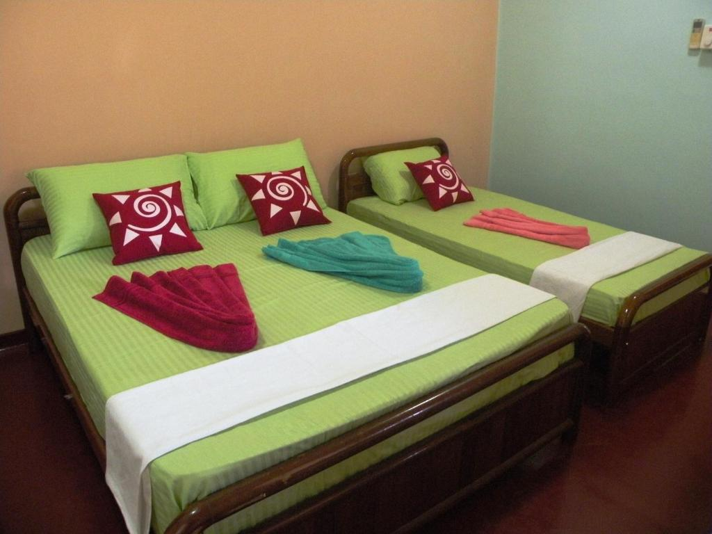 Double or Twin Room with Private Bathroom and AC Henderson Airport Residence