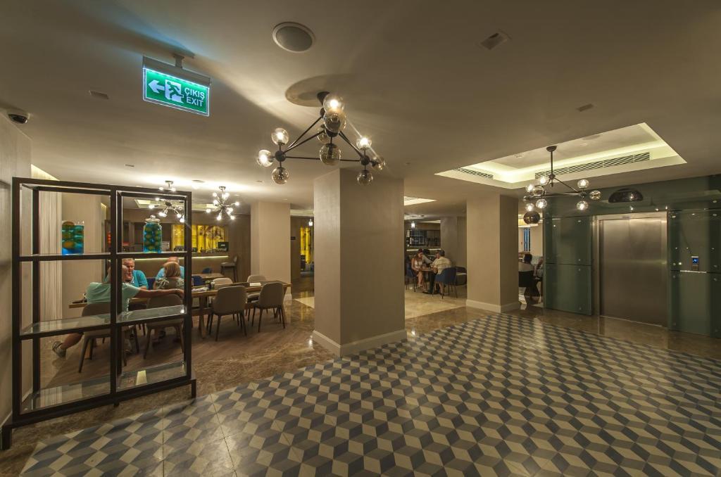 le bleu hotel resort kusadasi ultra all inclusive ku adas informationen und buchungen. Black Bedroom Furniture Sets. Home Design Ideas