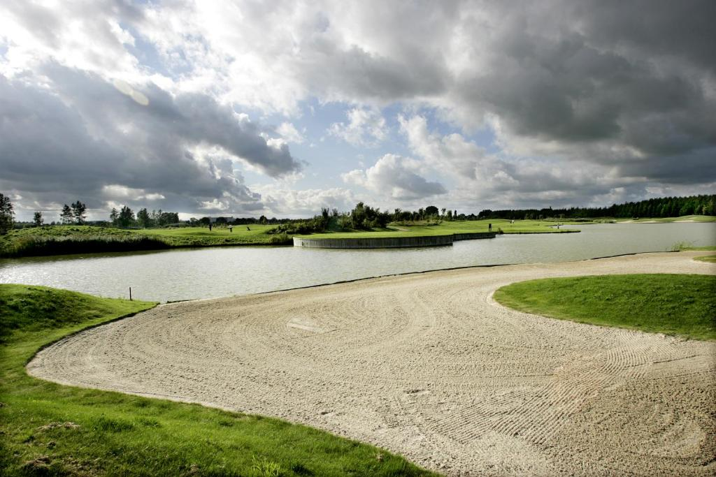 Hampshire golfhotel waterland purmerend viamichelin for Golfhotel purmerend