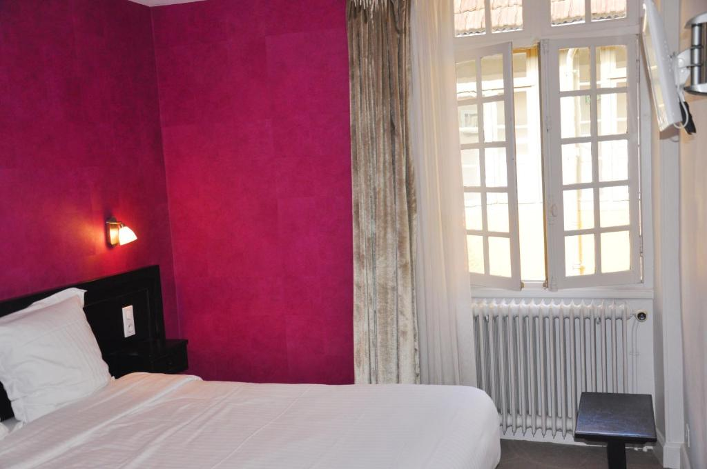 h tel de france auch book your hotel with viamichelin. Black Bedroom Furniture Sets. Home Design Ideas