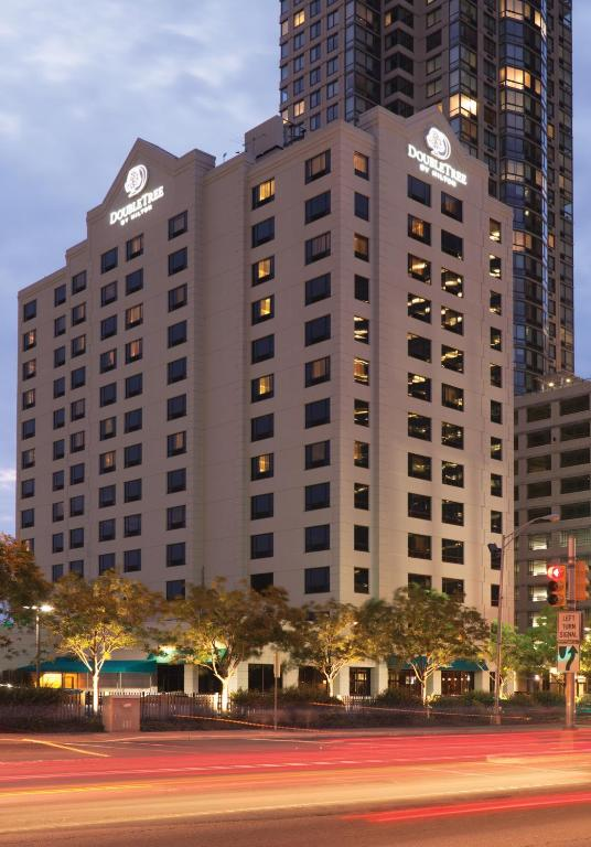 DoubleTree by Hilton Hotel & Suites Jersey City Photo #37
