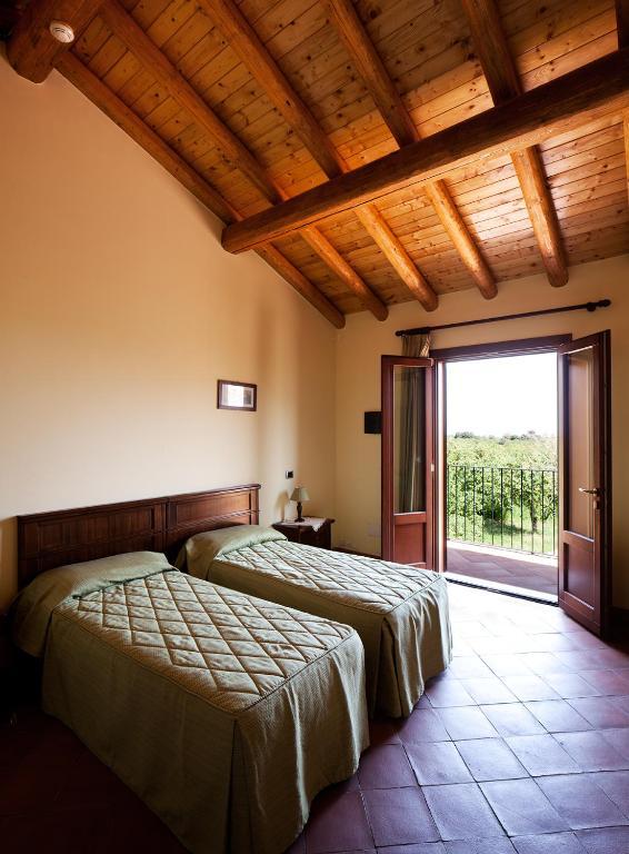 la terra del mezzo giarre online booking viamichelin. Black Bedroom Furniture Sets. Home Design Ideas