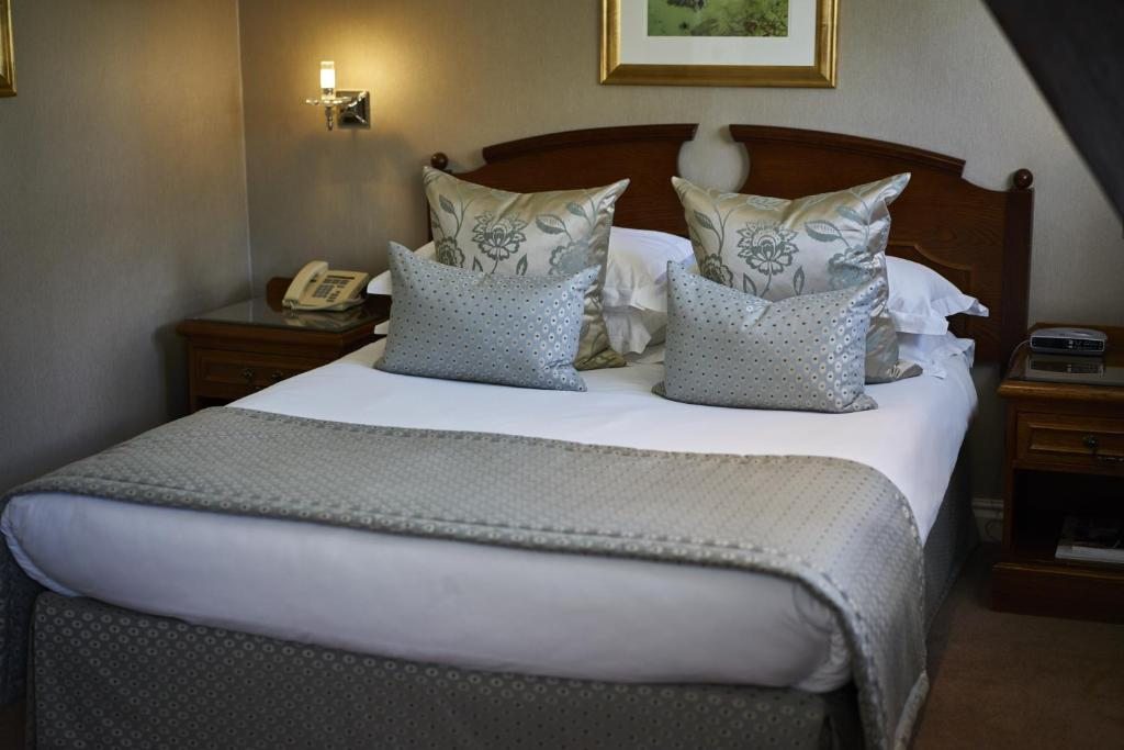 Deluxe Double Room Ashdown Park Hotel