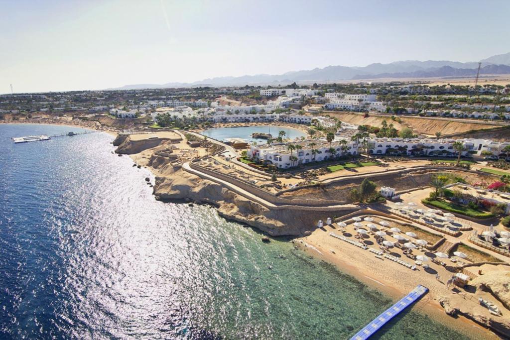 Domina Oasis Hotel & Resort